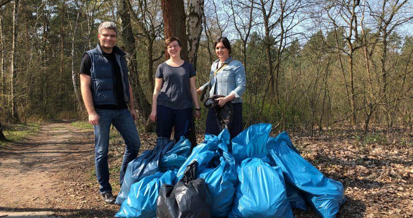 Umwelttag in Schulzendorf: 10 Säcke Müll in nur 2 Stunden im Wald eingesammelt!