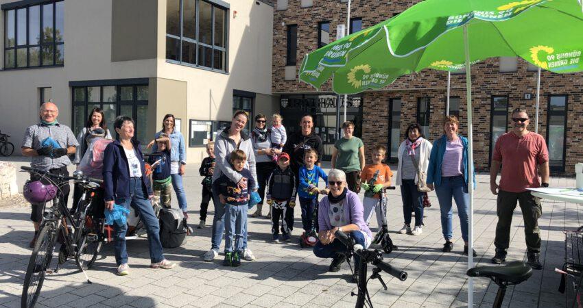 World Cleanup Day: Freiwillige trafen sich am Rathaus